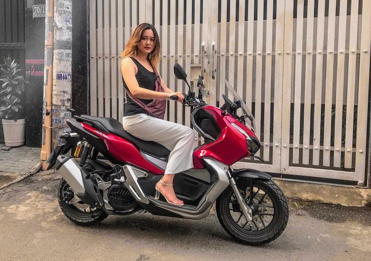 Honda ADV 150 2019 và mẫu nữ cao 1m74